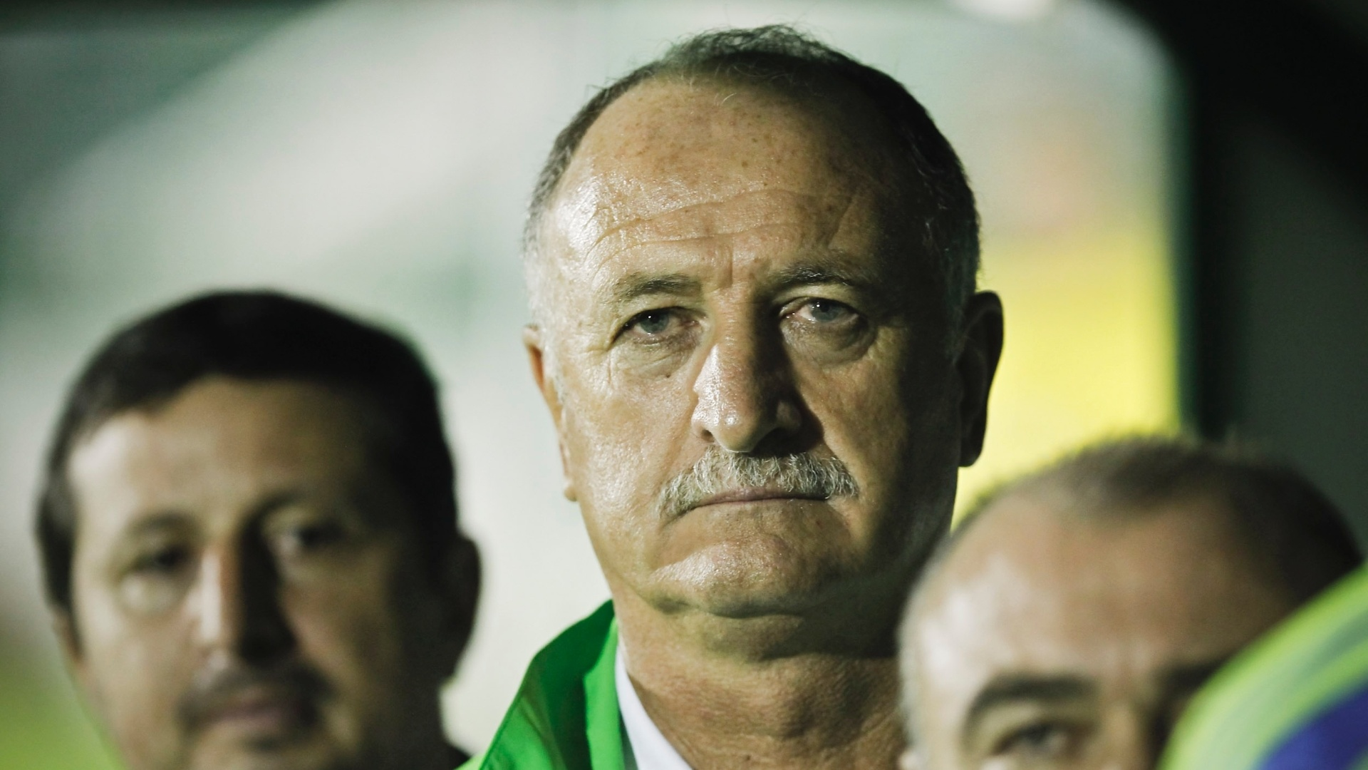 Luiz Felipe Scolari aguarda incio da partida contra Guarani