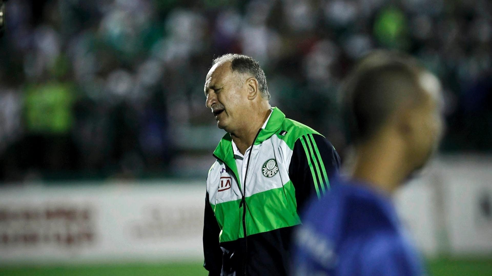 Luiz Felipe Scolari lamenta jogada do Palmeiras durante derrota para o Guarani
