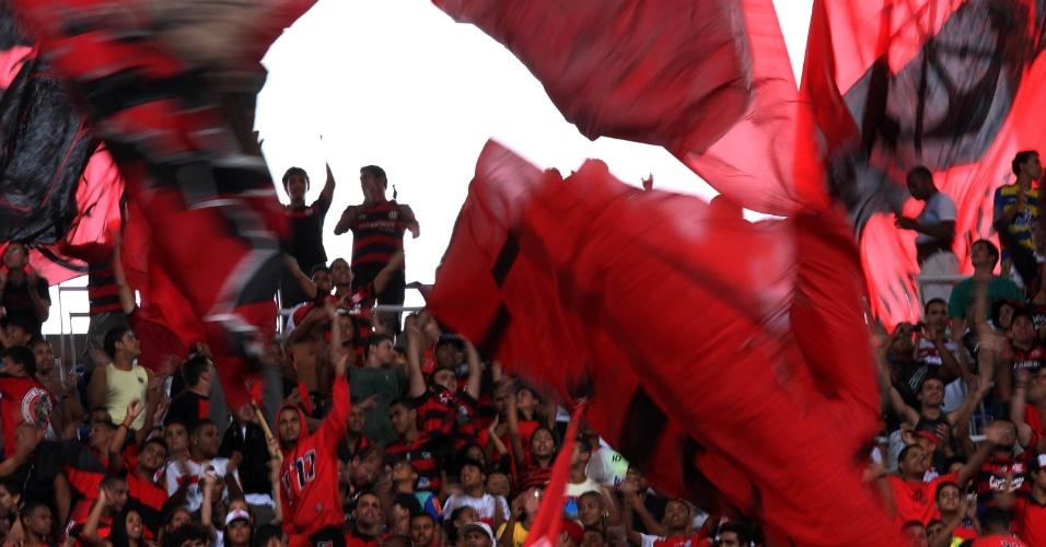 Torcida do Flamengo faz festa no Engenhão, após o gol de Vágner Love