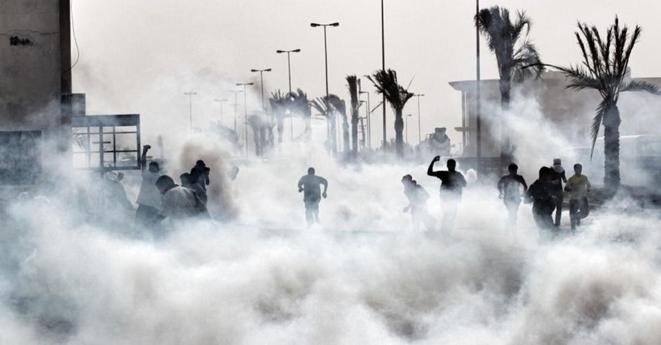 Centenas de manifestantes entraram em confronto com a polícia no Barein depois do funeral do ativista Salah Abbas Habib, encontrado morto neste fim de semana