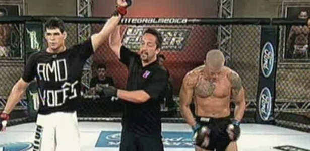Cezar Mutante venceu Leonardo Macarr&#227;o no quinto epis&#243;dio do TUF Brasil