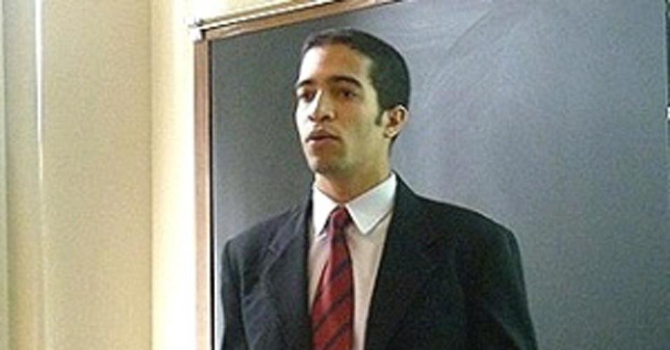 Filho de catador de garrafas ganha bolsa de mestrado nos EUA e luta para seguir estudos