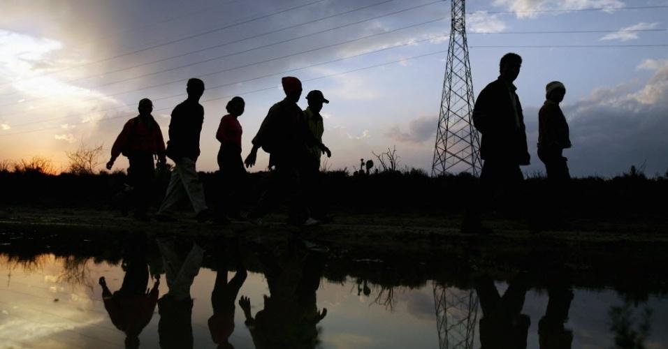 Imigrantes chegam a Nuevo Laredo, na fronteira do México com os Estados Unidos, após nove horas de viagem de Monterrey. Diariamente, trens são utilizados por mexicanos que atravessam o país com objetivo de chegarem à fronteira com os Estados Unidos