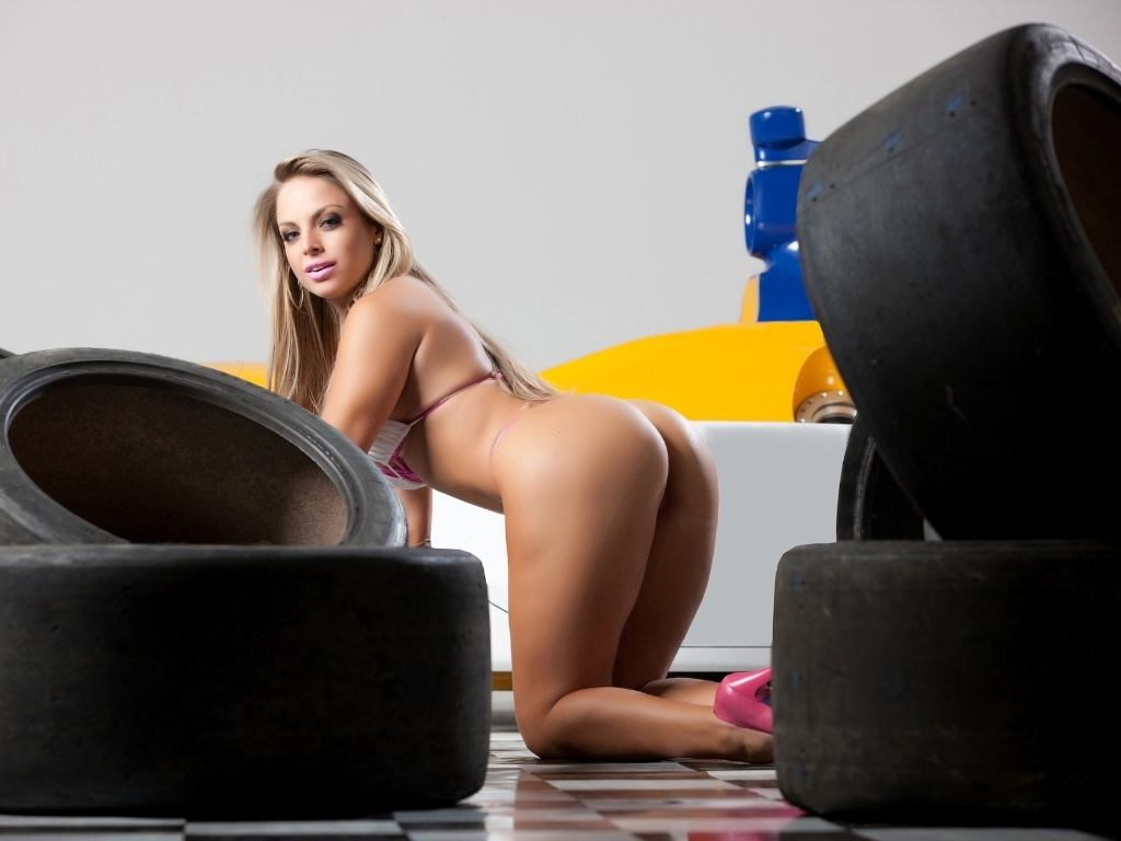 Jessica Lopes, finalista do Miss Bumbum, est na disputa para ser a Gata da Frmula Indy no Brasil