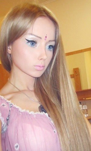 Modelo russa quer ser a Barbie da vida real