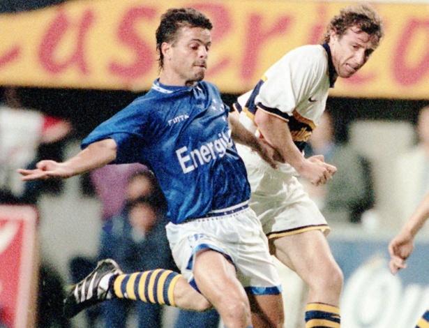 Paulinho Mclaren em duelo do Cruzeiro contra o Boca Juniors, em 1996, pela Libertadores