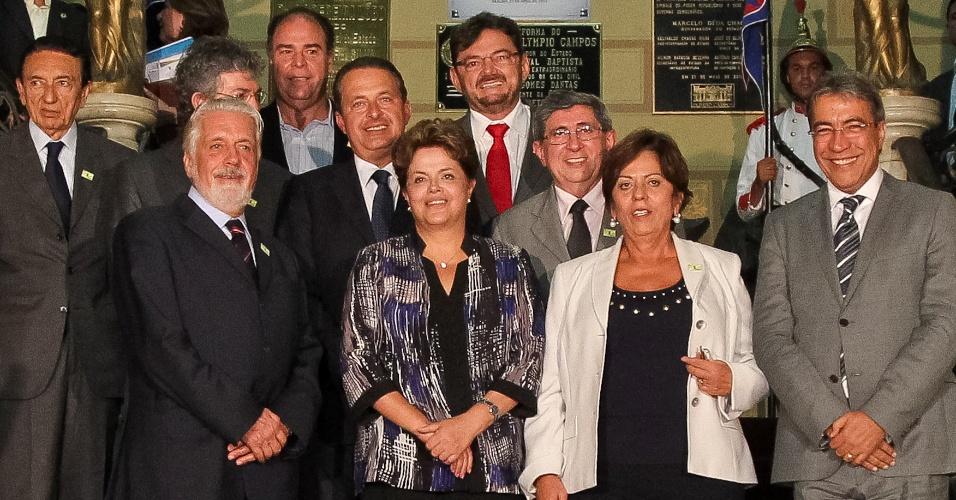 Presidente Dilma Rousseff se reúne com governadores do Nordeste sobre medidas para amenizar os efeitos da seca na região. Dilma anunciou investimento de R$ 2,7 bilhões contra a estiagem