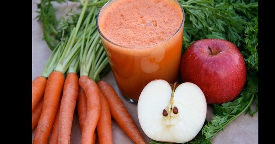 Suco de maçã com cenoura