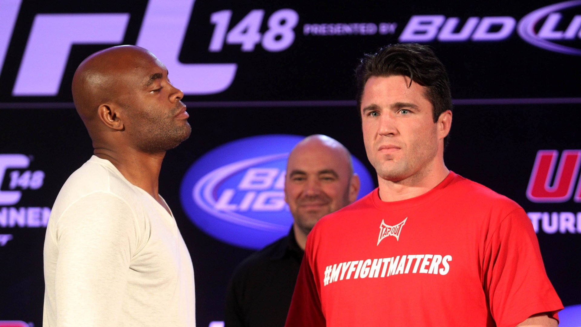 Anderson Silva encarou Chael Sonnen, que ignorou o brasileiro