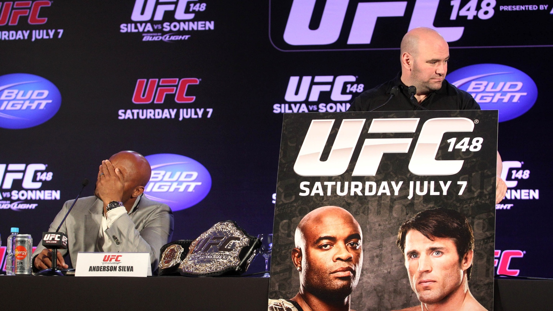 Dana White anunciou a mudana do duelo entre Sonnen e Anderson Silva para Las Vegas por falta de estrutura no Brasil