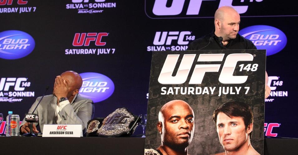Dana White anunciou a mudança do duelo entre Sonnen e Anderson Silva para Las Vegas por falta de estrutura no Brasil