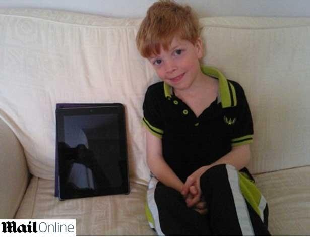 Jake Sadler, 6, associou cartão de débito dos pais a game no iPad