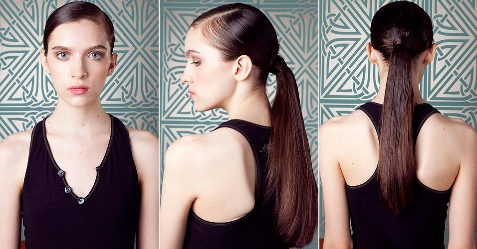 Modelo mostra penteado do cabelo partido na lateral