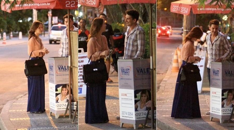 Nathalia Dill deixa restaurante acompanhada do namorado, o músico Caio Sóh, na Barra da Tijuca, zona oeste do Rio (24/4/12)
