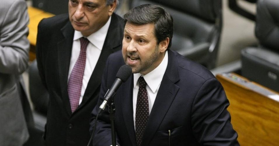 O deputado federal Carlos Sampaio (PSDB-SP) é ex-promotor de Justiça, está em seu terceiro mandato e é bastante ligado ao governador paulista, Geraldo Alckmin. Ele é integrante da CPI