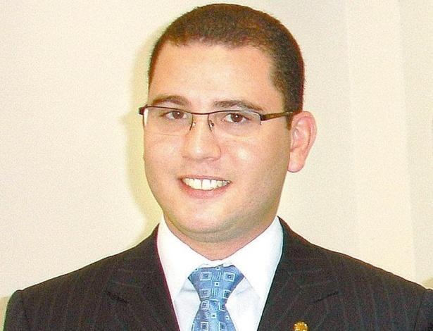 O deputado Filipe Pereira (PSC-RJ) está em seu segundo mandato e tem apenas 28 anos de idade --é o membro mais jovem da CPI