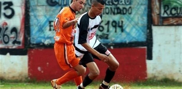 O jogo entre União do Peri (laranja) e Jardim Brasil (preto e branco) valia a última vaga para a próxima fase no grupo N3