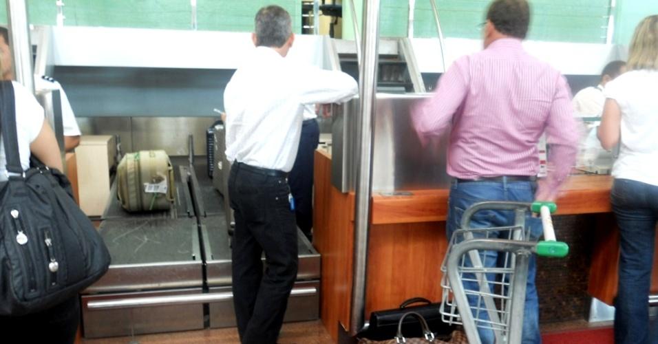 Passageiros despacham malas no aeroporto de Maceió