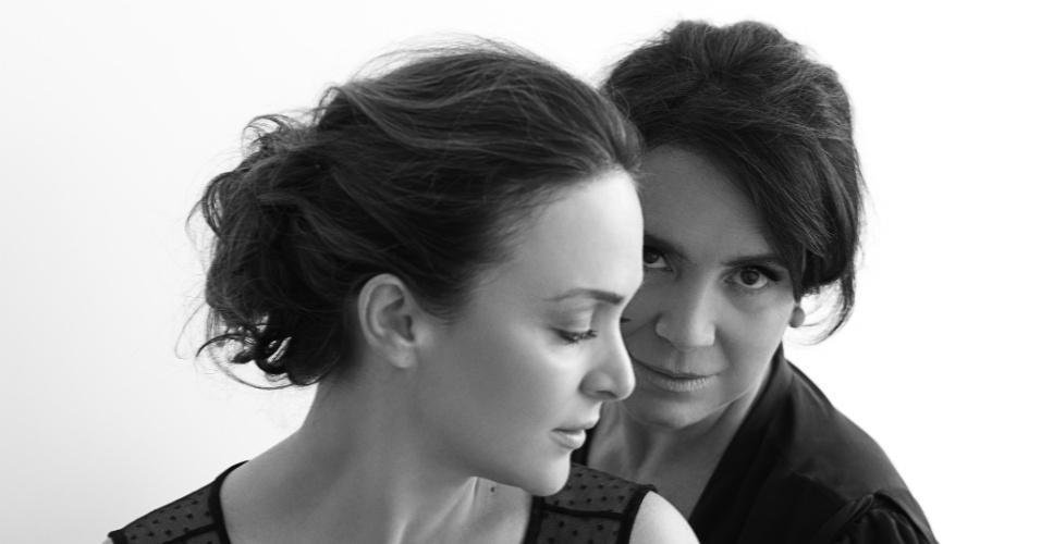 """Regina Duarte e a fillha Gabriela posam para exposição """"Eternamente Mãe"""", em São Paulo (26/4/2012)"""