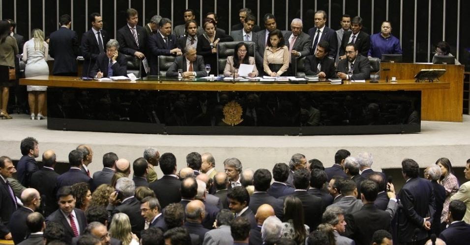 Sessão do Congresso Nacional anuncia os integrantes da CPI para investigar ligações do bicheiro  Carlinhos Cachoeira com políticos