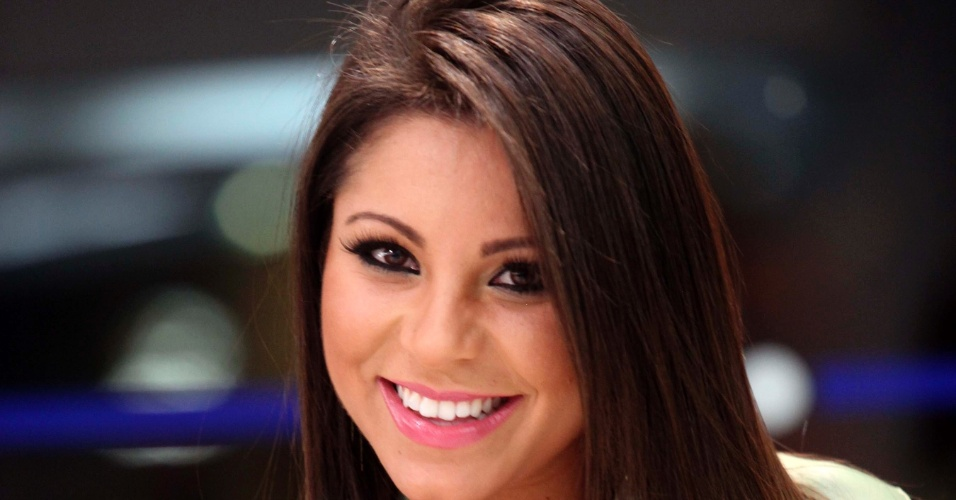 Sorridente, bela é candidata a gata da Fórmula Indy