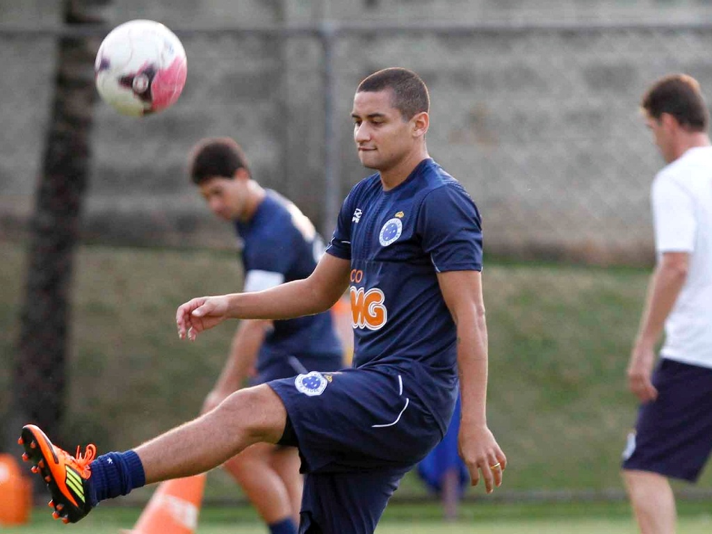 Atacante Wellington Paulista durante treino do Cruzeiro (20/4/2012)
