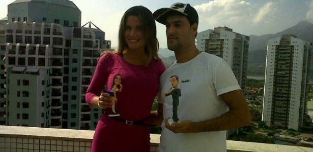 Ex-BBB Laisa ganha boneca de MC Créu (25/4/2012)