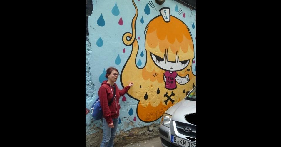 Guia mostra trabalho da brasileira Pam em muro da cidade