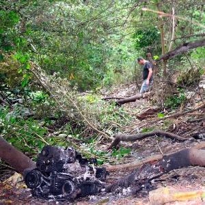 Local onde foi encontrado o carro com os universitários que morreram em viagem do Espírito Santo para o sul da Bahia