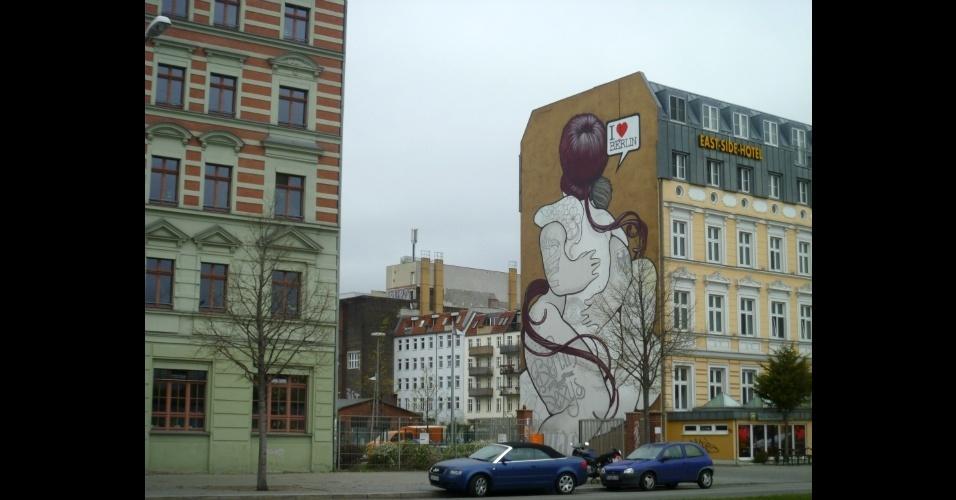 Mural em homeagem a cidade na região da East Side Gallery