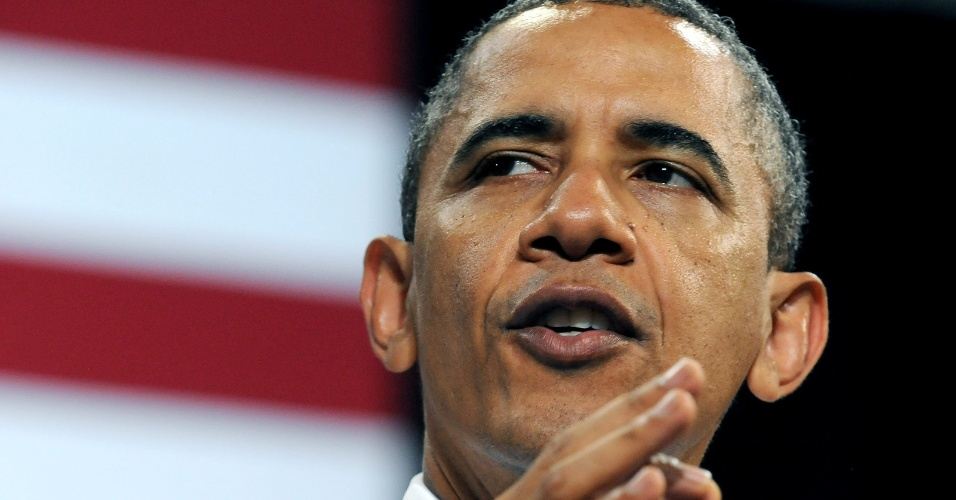 24.abr.2012 - O presidente dos Estados Unidos, Barack Obama, discursa para estudantes e militantes na Universidade de Iowa