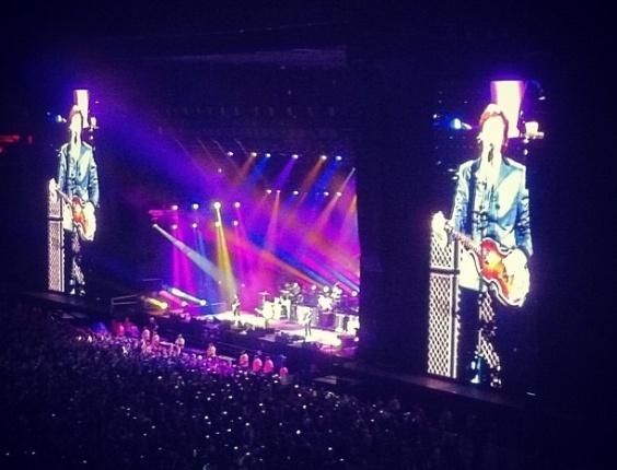 Paul McCartney abre show em Florianópolis com