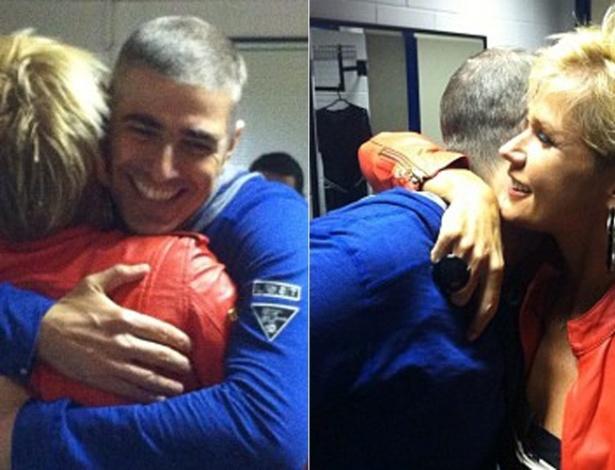 Reynaldo Gianecchini abraça Xuxa nos bastidores do programa