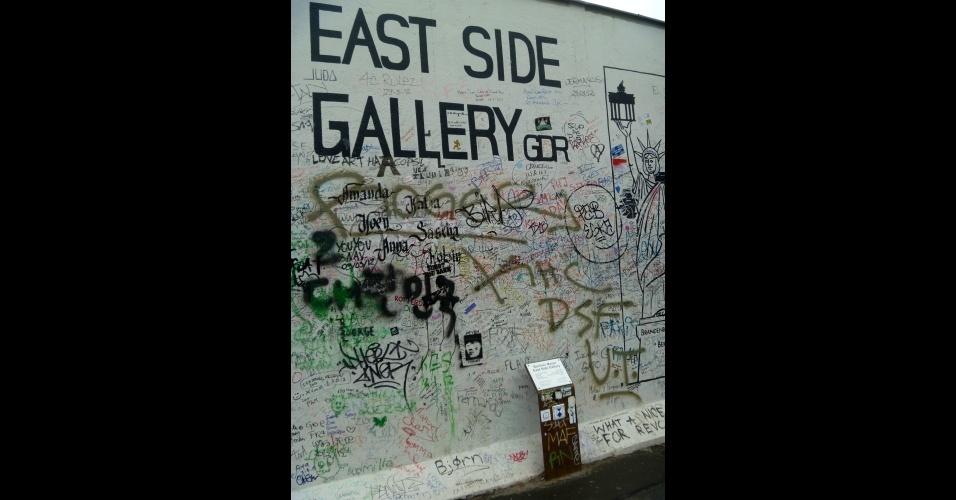 Trecho do muro de Berlim foi transformado em galeria a céu aberto