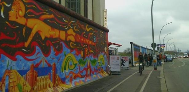 Trecho do Muro de Berlim transformado em galeria a céu aberto, em Berlim