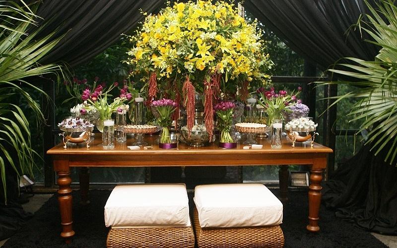 25.abr.2012 - Estande no 3º Bride Style com decoração da Perfect Flower (www.perfectflower.com.br) e doces feitos por Suzana Pimenta (www.suzanapimenta.com.br)