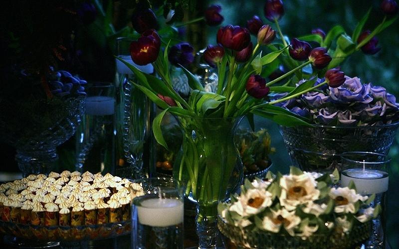 25.abr.2012 - Detalhe da mesa decorada pela Perfect Flower (www.perfectflower.com.br) e com doces feitos por Suzana Pimenta (www.suzanapimenta.com.br)