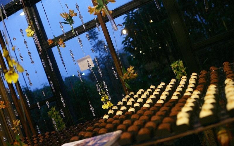 25.abr.2012 - Decoração feita por Feijó Design (www.feijodesign.com.br) e doces da Fleur de Sucre (www.fleurdesucre.com.br). Ambiente foi criado para o 3º Bride Style