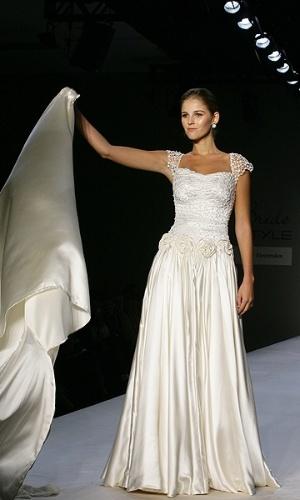Desfile de Bibi Barcellos no Bride Style 2012