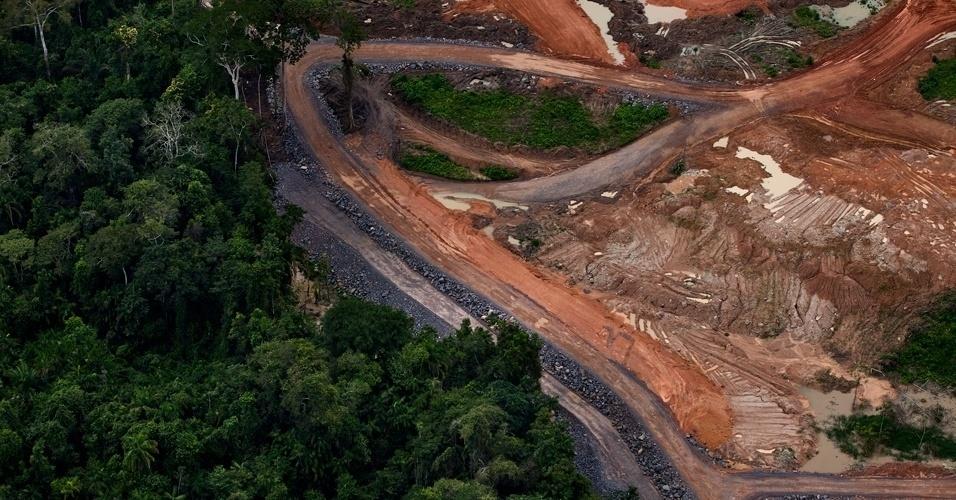 Greenpeace sobrevooa canteiros das obras de Belo Monte - 13