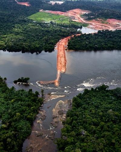 Greenpeace sobrevooa canteiros das obras de Belo Monte - 8
