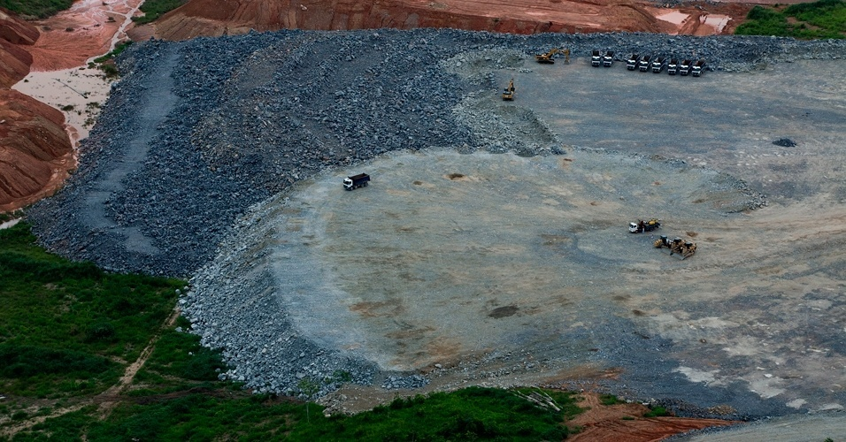 Greenpeace sobrevooa canteiros das obras de Belo Monte -11