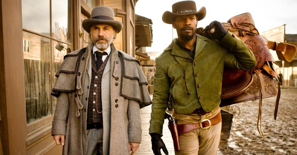 """O caçador de recompensas alemão dr. King Schultz (Christoph Waltz) e o escravo Django (Jamie Foxx) em cena de """"Django Livre"""", de Quentin Tarantino"""