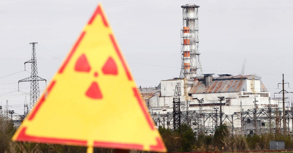 Símbolo indica a presença de radiação em área próxima à usina nuclear desativada de Tchernobil, no norte da Ucrânia