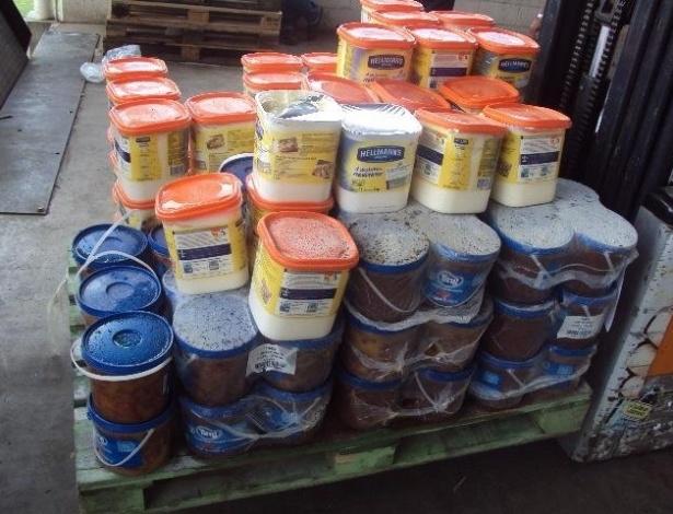 Vigilância Sanitária apreende 14,5 toneladas de produtos alimentícios impróprios para o consumo em uma rede de supermercado atacadista de Uberaba (MG)