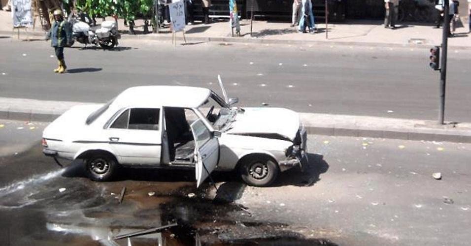 27.abr.2012 - Imagem divulgada pela Shaam News Network mostra o carro-bomba usado em ação terrorista em Damasco, na Síria