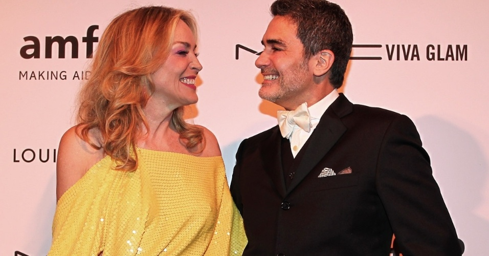 A atriz americana Sharon Stone e Felipe Diniz no baile de gala da AmfAR The Foundation for AIDS, na casa de Dinho Diniz, no bairro dos Jardins, em S&#227;o Paulo. A festa beneficiente teve como tema &#34;Black Tie/Hot Metal&#34; e show da cantora jamaicana Grace Jones (26/4/12)