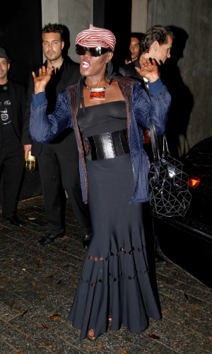 A cantora jamaicana Grace Jones faz pose para fotos (26/4/12)