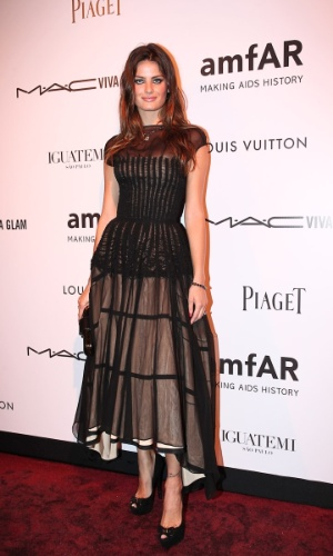A modelo Isabeli Fontana prestigia o baile de gala da AmfAR The Foundation for AIDS, na casa de Dinho Diniz, no bairro dos Jardins, em S&#227;o Paulo. A festa beneficiente teve como tema &#34;Black Tie/Hot Metal&#34; e show da cantora jamaicana Grace Jones (26/4/12)