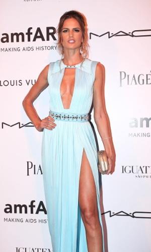 """A modelo Izabel Goulart prestigia o baile de gala da AmfAR The Foundation for AIDS, na casa de Dinho Diniz, no bairro dos Jardins, em São Paulo. A festa beneficiente teve como tema """"Black Tie/Hot Metal"""" e show da cantora jamaicana Grace Jones (26/4/12)"""